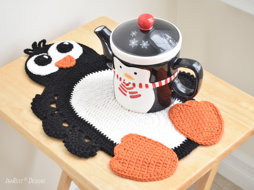 Roma The Happy Penguin Christmas Placemat PDF Crochet Pattern by IraRott
